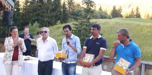 Lionel Alexandre au micro avec Alan Bihan (à sa droite) - Photo Magazine Golf Rhône Alpes