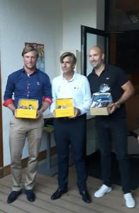Anthony Snobeck (à droite) vainqueur chez les pros entourés de Julien Gressier (à gauche) et Benjamin Nicolay (au centre) - Photo Golf Rhône Alpes Magazine
