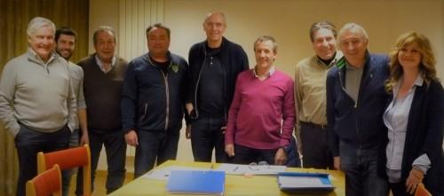 Autour du nouveau président, F Dupont (de gauche à droite) G et G-Henry Mauduit, JN Batin (directeur), P Koëhl, P Malandrone, A Carlevato et S Henry.Photo ©JMC / Golf Rhône-Alpes Magazine