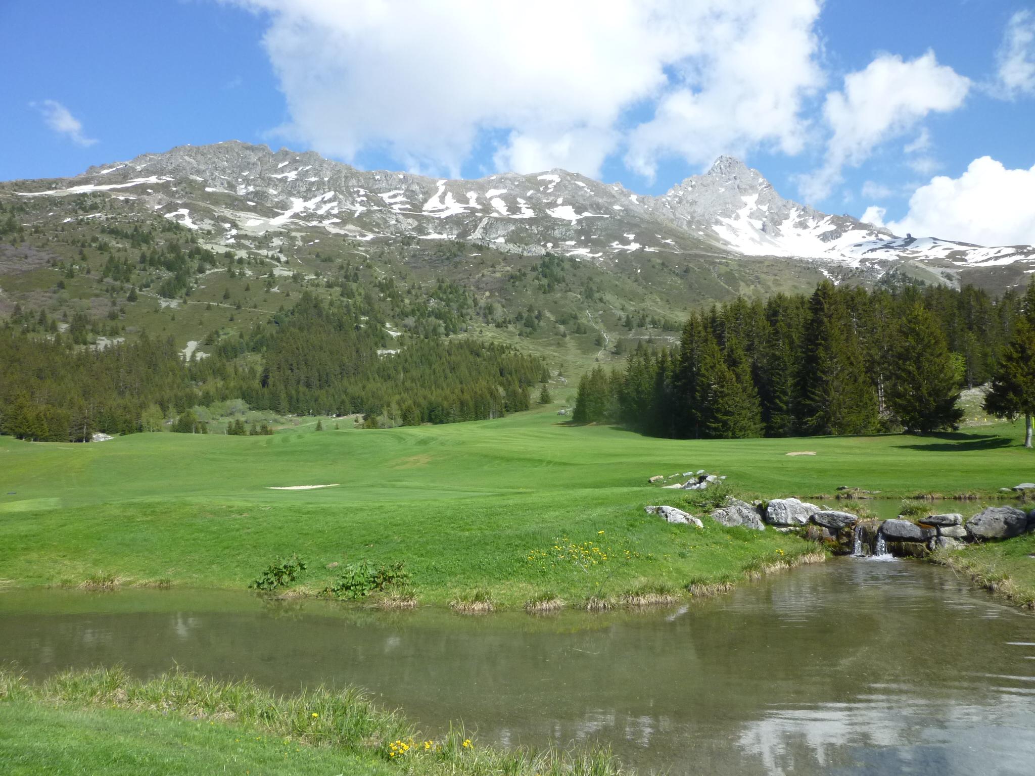 Premiers swings sur le golf de Méribel